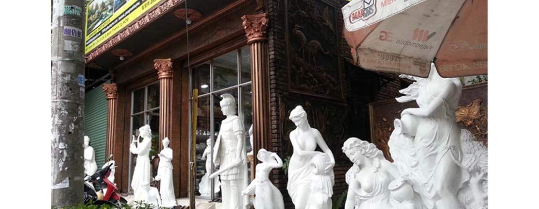 Cửa hàng trung bày sản phẩm điêu khắc