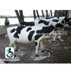 Điêu khắc bò sữa 1