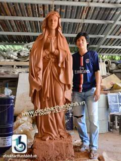 tạo mẫu tượng đức mẹ